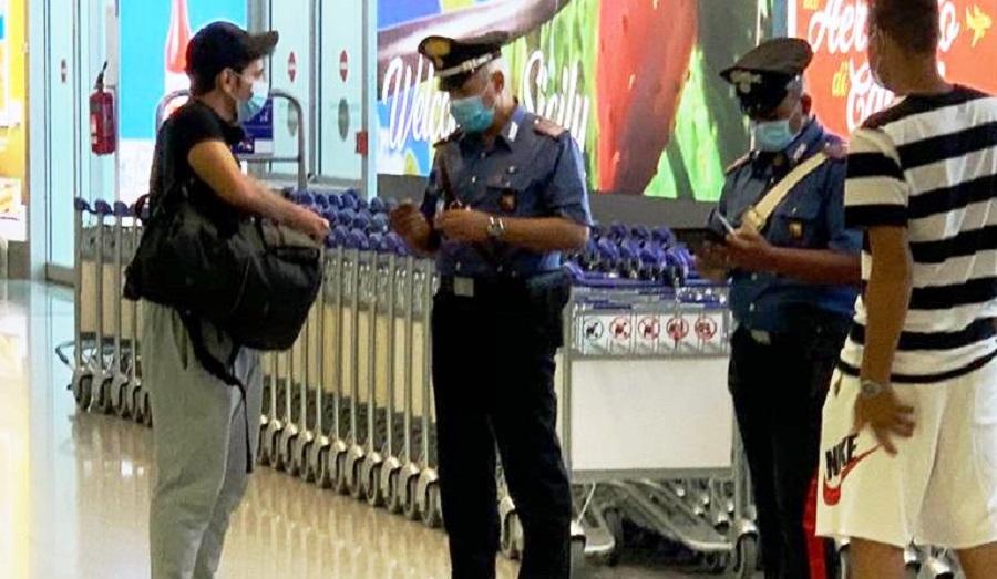 Ruba trolley all'aeroporto di Catania, turista su tutte le furie denuncia il fatto: in manette una donna siciliana