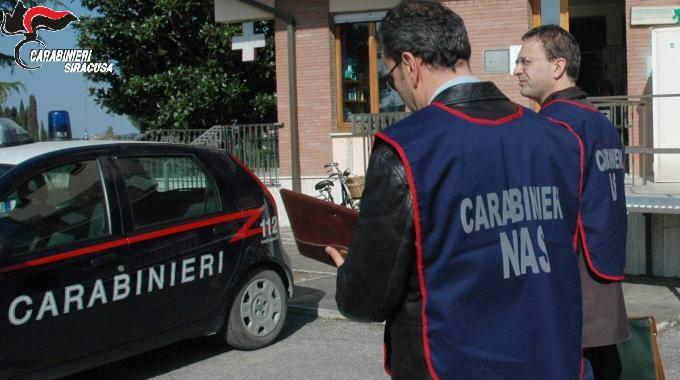 """Catania, reagenti e kit scaduti e diagnosi pazienti """"false"""": Nas sequestrano laboratorio analisi non autorizzato"""
