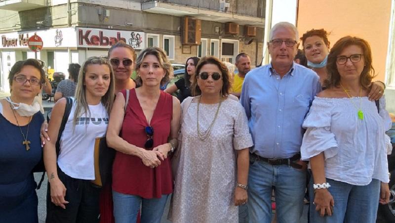 """Catania, vertenza istituto """"Mary Poppins"""": protesta dipendenti per mensilità arretrate"""