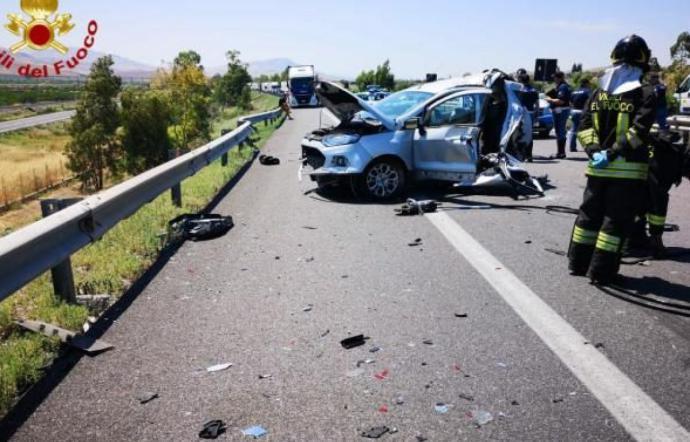 Prima lo scontro con una Megan, poi lo schianto contro un muro e un tir: è la catanese Sebastiana Saitta la vittima dell'incidente sulla A19
