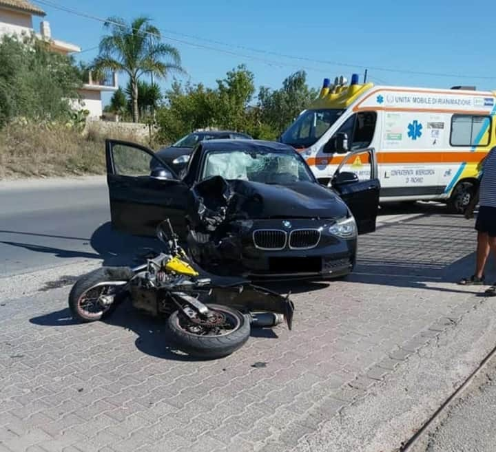 Incidente mortale lungo la Pachino-Marzamemi: scontro Bmw Sere 1 e moto finisce in tragedia