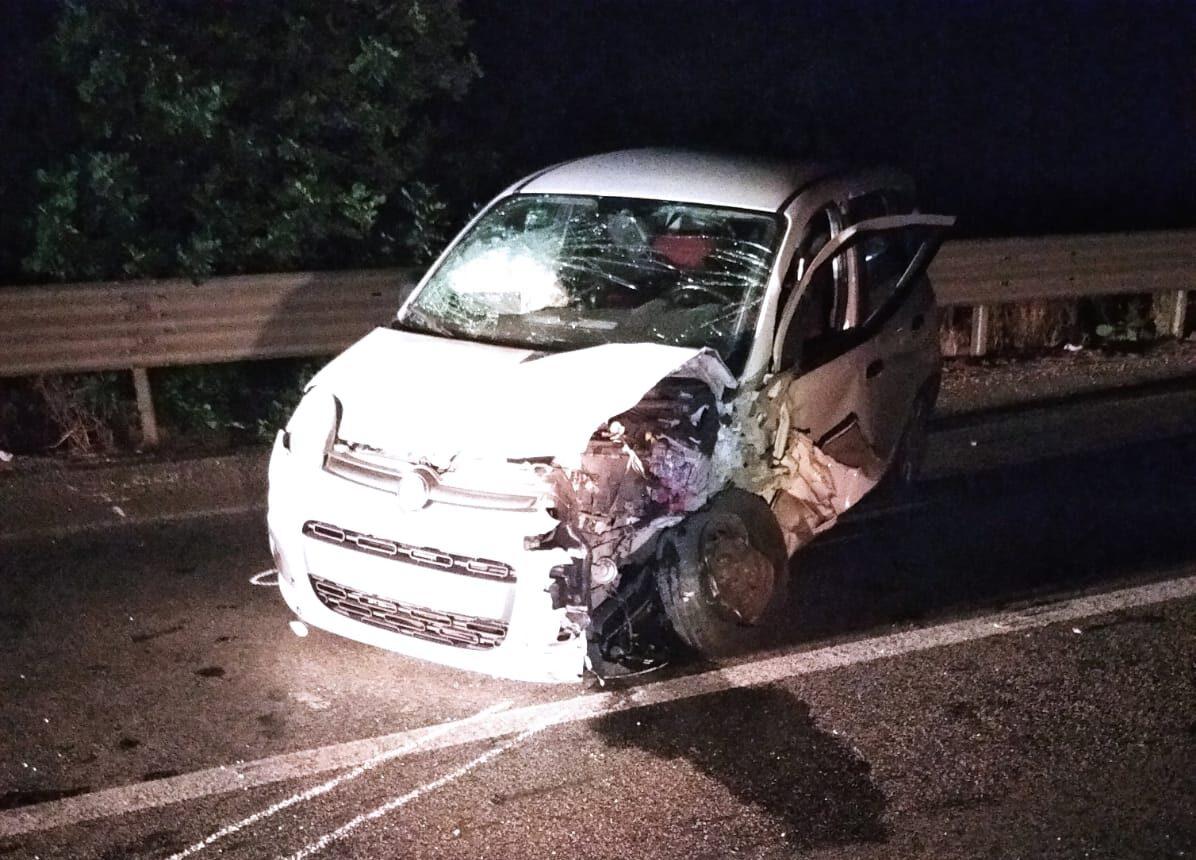 Scontro frontale in piena notte tra due auto sulla SP 20: 3 i feriti, tra questi un catanese