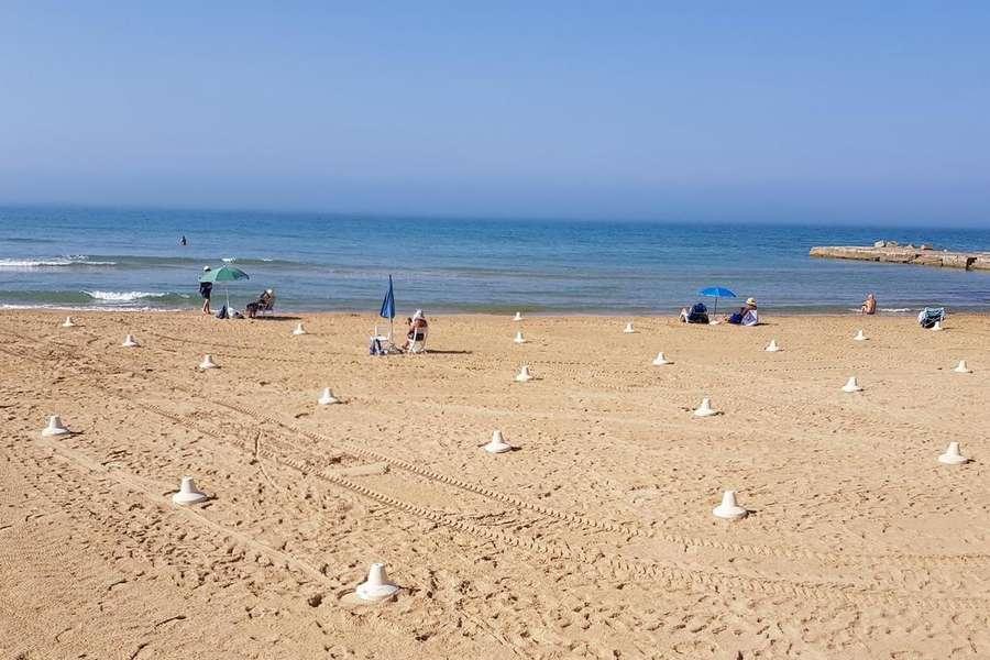 """Rissa in spiaggia, modicano """"ruba"""" il posto a un catanese: vigili urbani ristabiliscono la pace"""