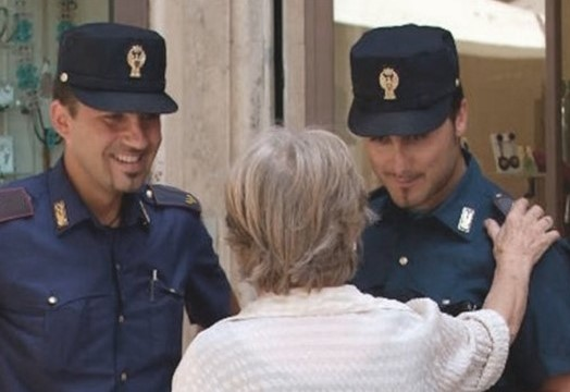 """Tenta """"truffa dello specchietto"""" su anziano sofferente con bombola d'ossigeno: arrestato 30enne"""
