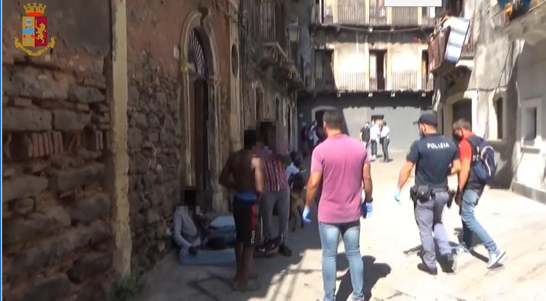 """Operazione """"San Berillo"""" a Catania, il VIDEO degli interventi della Polizia: i dettagli e le immagini"""