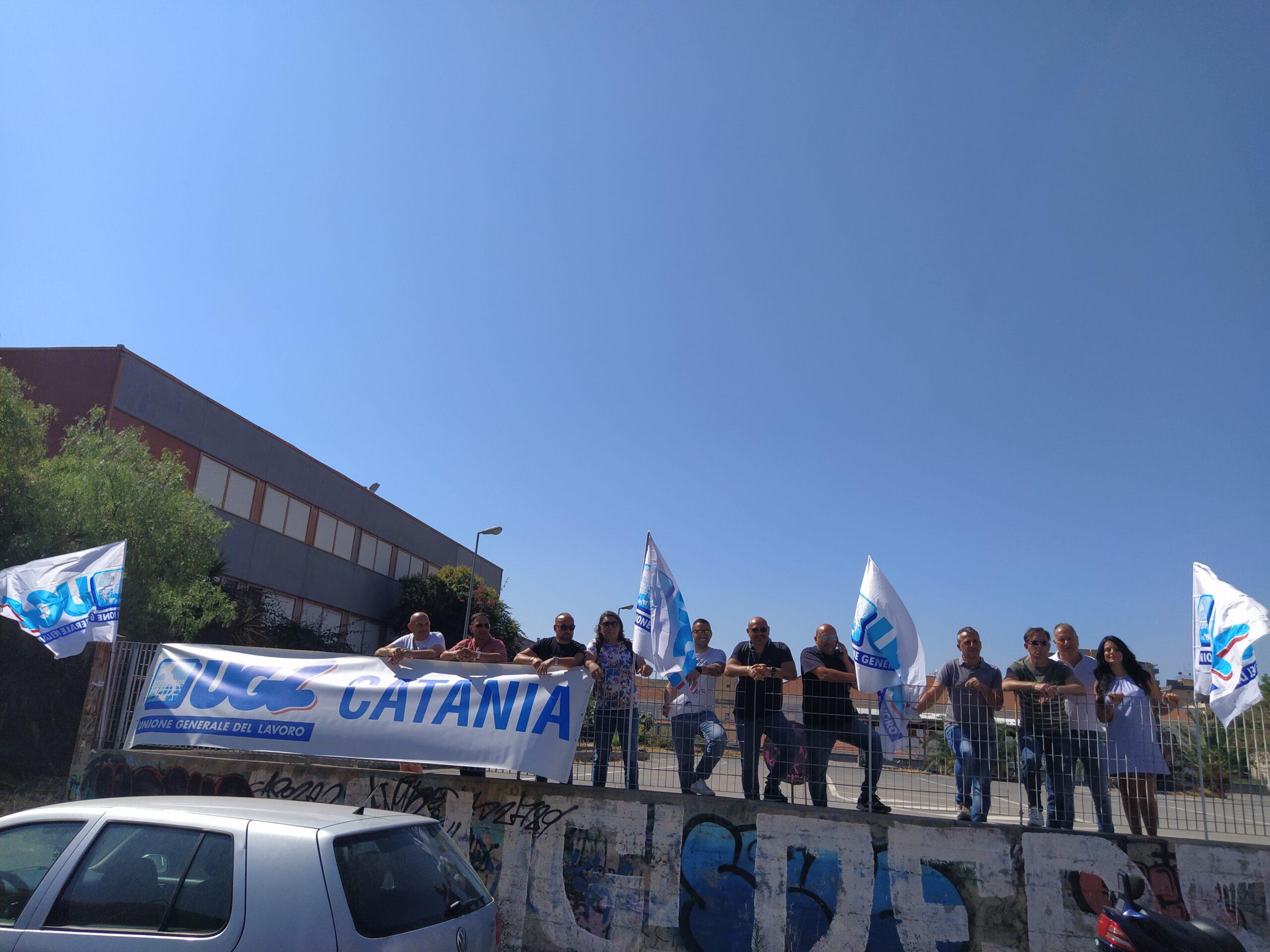 """Ugl Catania, sit-in di protesta nel parcheggio di via Ala. Musumeci: """"Comune intervenga quanto prima"""""""