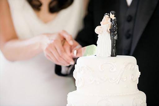 Il giorno più bello della sua vita si tramuta in tragedia: sposa muore dopo aver mangiato la torta nuziale
