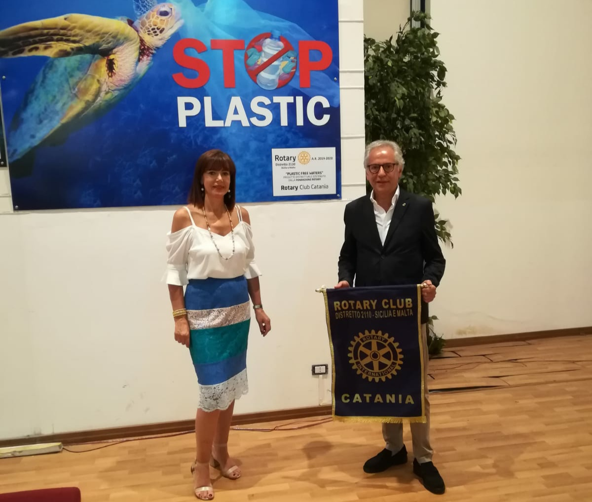"Rotary Club Catania, ""Plastic Free Waters"" al Dirigente Scolastico dell'Istituto ""C. Gemmellaro"""
