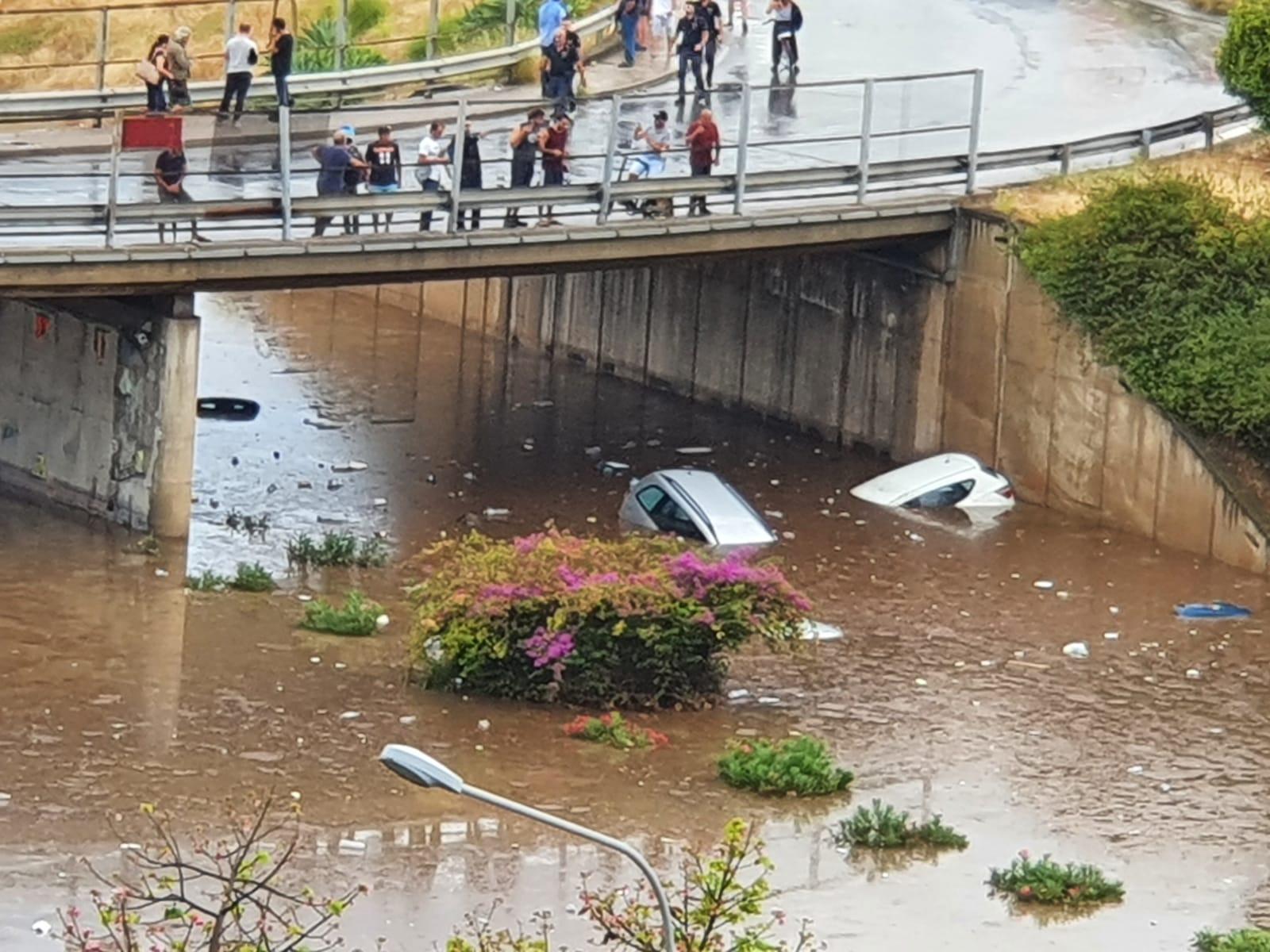 Maltempo killer a Palermo: due persone muoiono annegate all'interno di un'auto