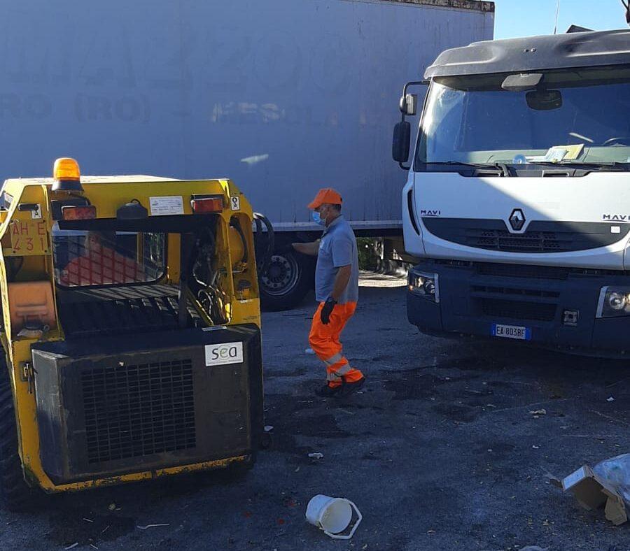Abbandono di rifiuti, riprende la bonifica delle aree: al via il servizio Ecobus nelle periferie