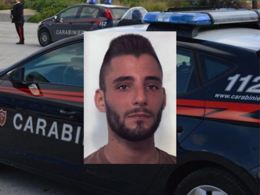 Non si ferma all'alt e fugge nel Catanese: 23enne beccato con dosi di cocaina