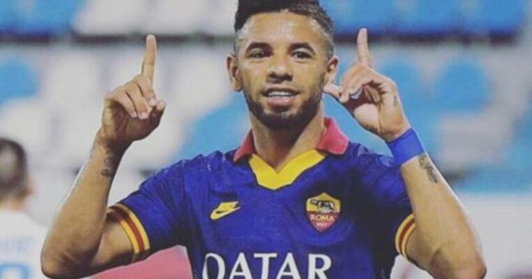 Covid-19, Bruno Peres scopre di essere positivo dopo vacanza a Taormina: l'annuncio del calciatore della Roma