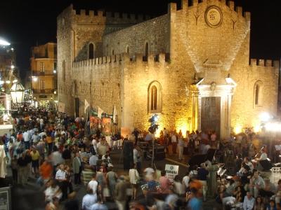 Centro storico di Taormina vista sul Duomo
