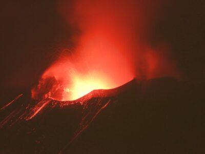 Attività stromboliana sull'Etna nella notte di San Lorenzo