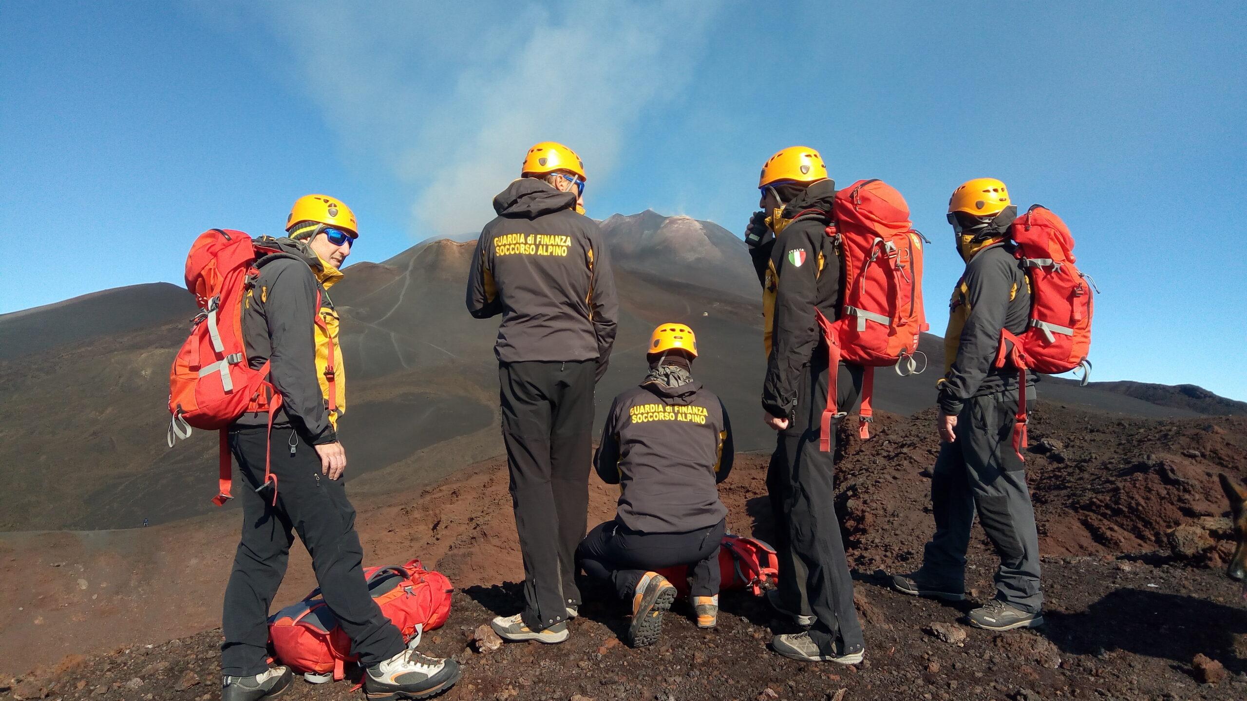 Sbagliano strada e si perdono durante escursione sull'Etna: soccorsi due fidanzati