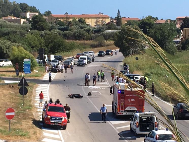 Due auto contro scooter, schianto mortale per un 74enne: la vittima è l'ex pilota Juan Carlos Nestoa Acosta