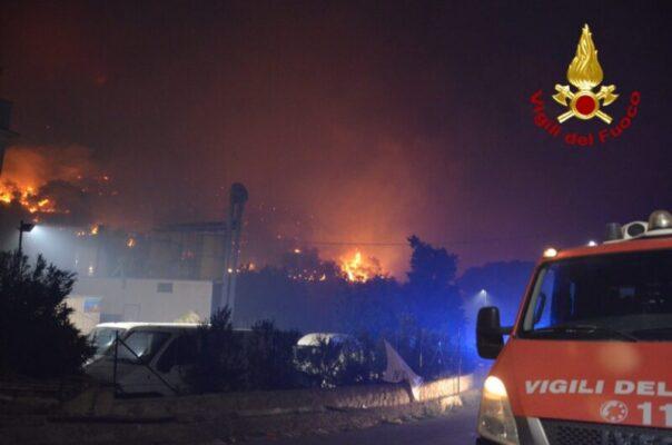 Incendi dolosi, interventi ancora in corso: la Regione chiede lo stato di calamità