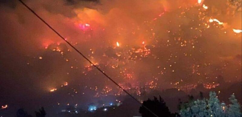 Nuovo incendio doloso nel Siracusano, la Sicilia brucia ancora: fiamme minacciano le abitazioni