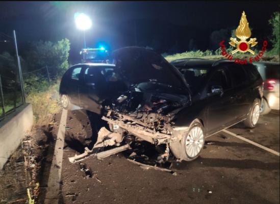 Impatto con feriti tra due auto e una moto sulla SS 113: ambulanze e vigili del fuoco sul posto