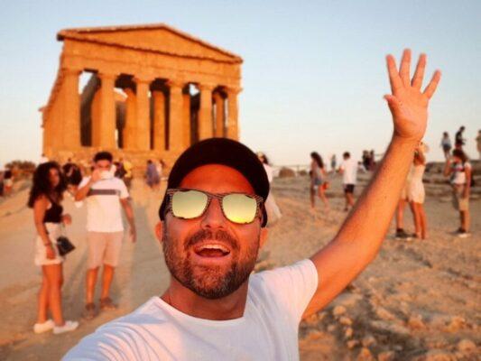 """Luca Abete fa tappa in Sicilia, tra granite e brioche col """"tuppo"""" e bellezze architettoniche"""