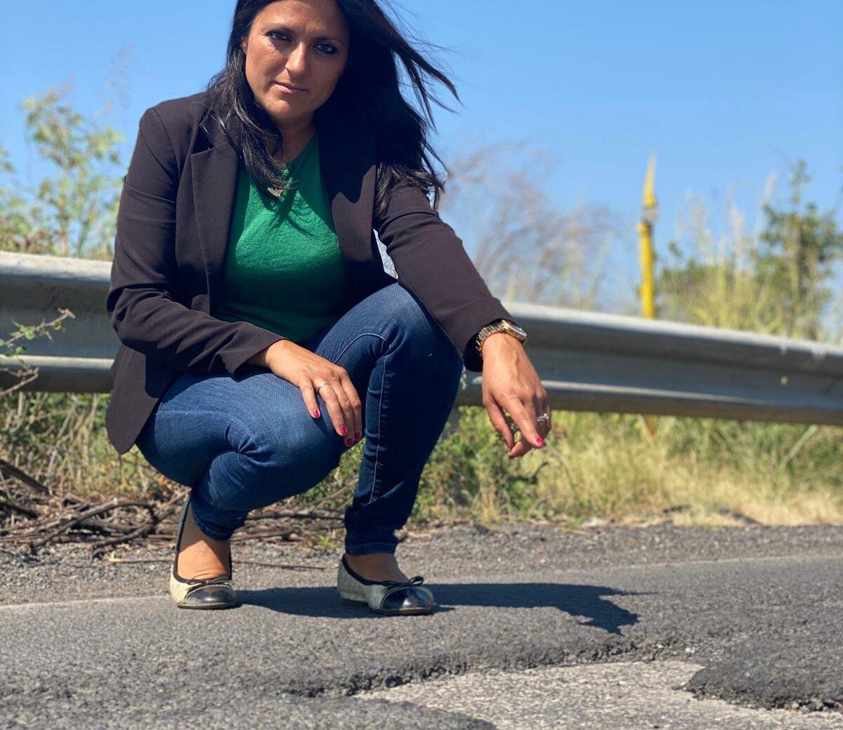 """Motta Sant'Anastasia, deformità del manto stradale sulla SP 77. Marano (M5S): """"Condizioni pietose"""""""