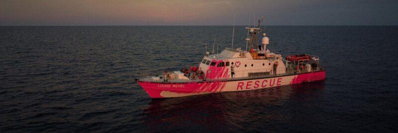 """Mediterraneo, emergenza sulla Louise Michel: """"Un morto e feriti a bordo"""""""