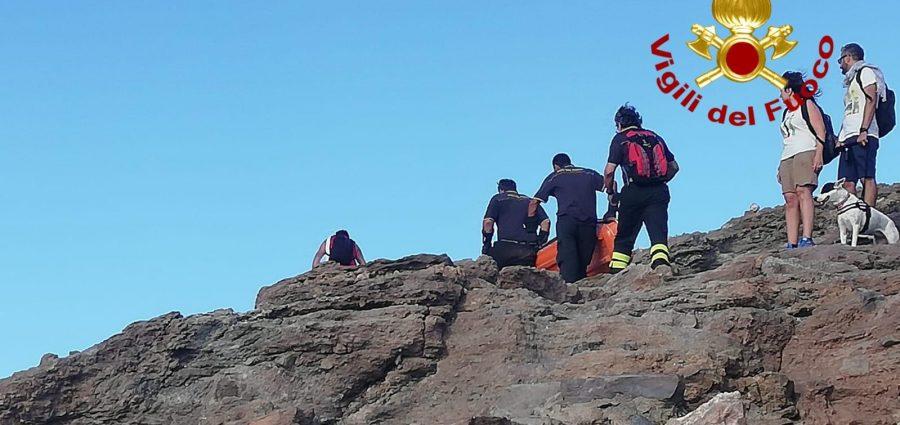 Panico a Vulcano, escursionista 16enne in difficoltà: salvato dai vigili del fuoco