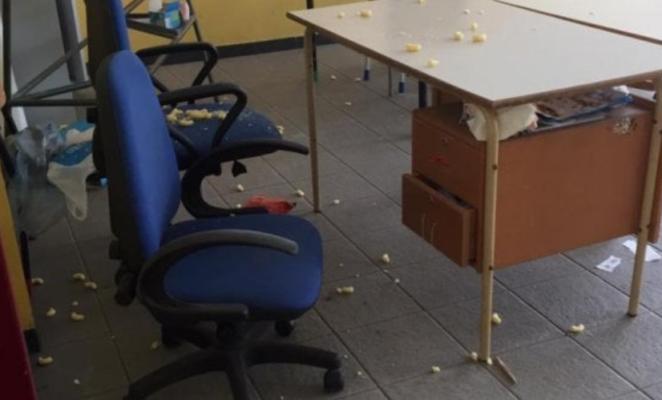 """Schiuma e cibo dentro la scuola, raid vandalico """"colpisce"""" i bimbi. """"Fatto gravissimo e inquietante"""""""