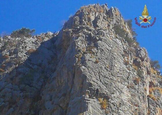 Disavventura per due scalatori. Corde si incagliano tra le rocce: bloccati a 400 metri d'altezza