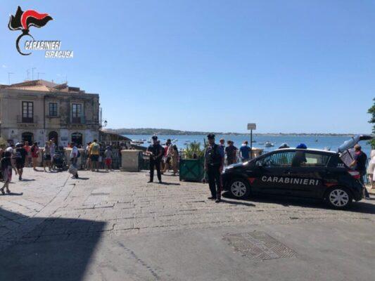 Weekend di posti di blocco, controllati 92 veicoli e oltre 150 persone: multe per 17mila euro