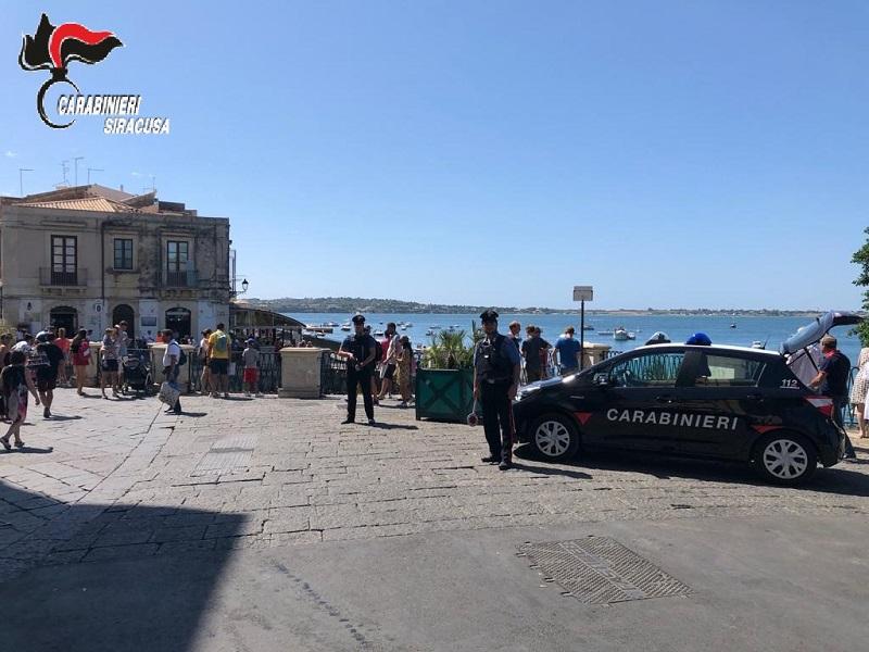 Pattugliamento carabinieri in località turistiche e balneari: oltre 3mila euro di multe, 3 persone denunciate