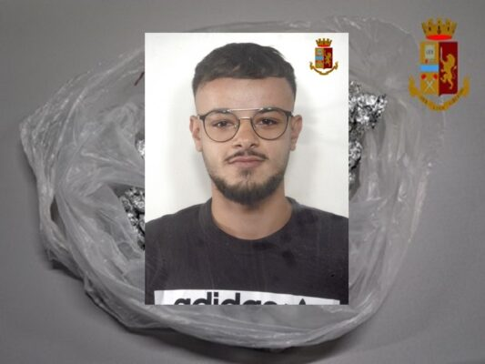 Spaccio di droga nel Catanese, in manette pregiudicato di 19 anni: coinvolto anche un minorenne
