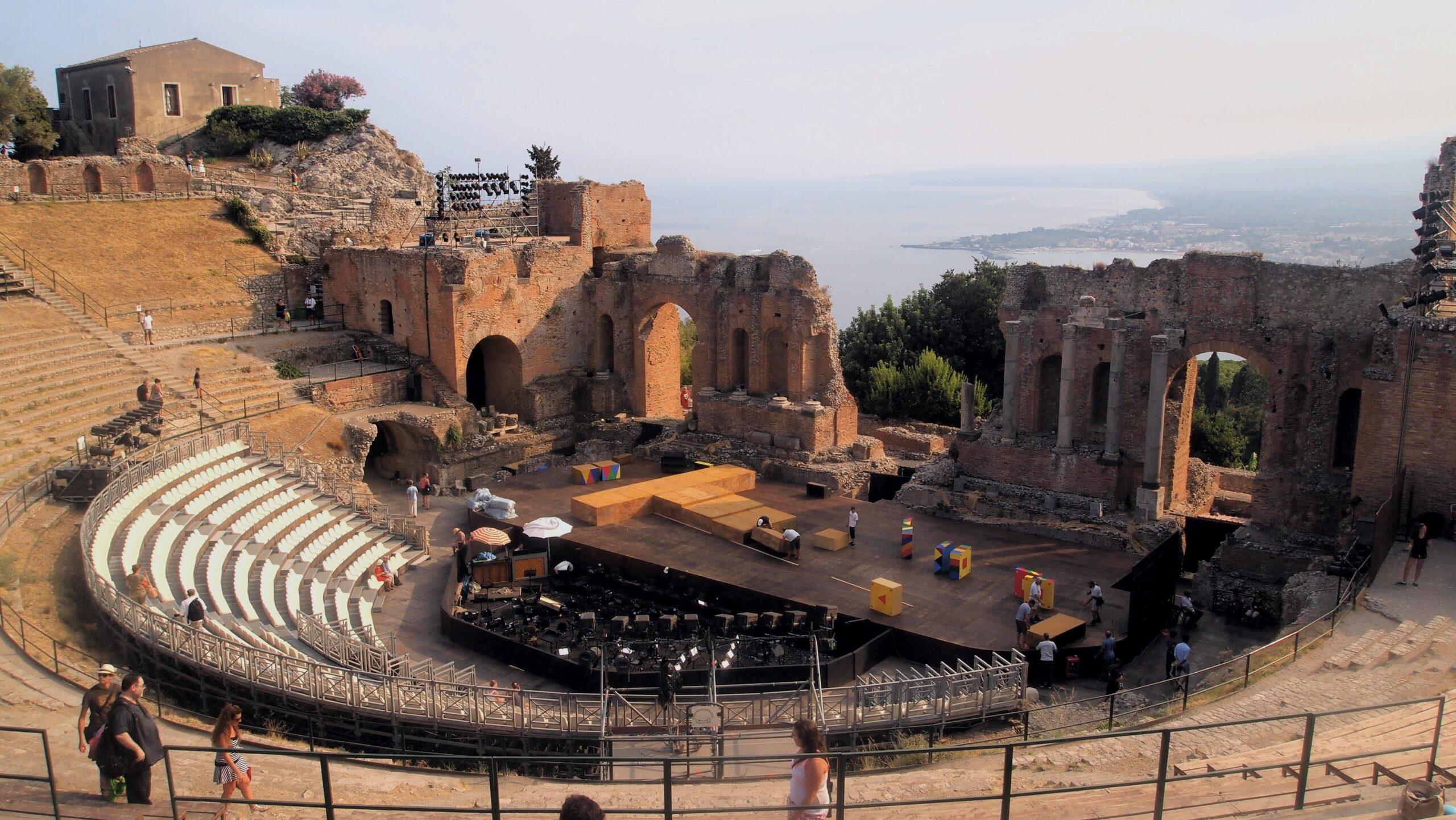 """La """"Cavalleria Rusticana"""" apre gloriosamente la stagione musicale al Teatro Antico di Taormina"""