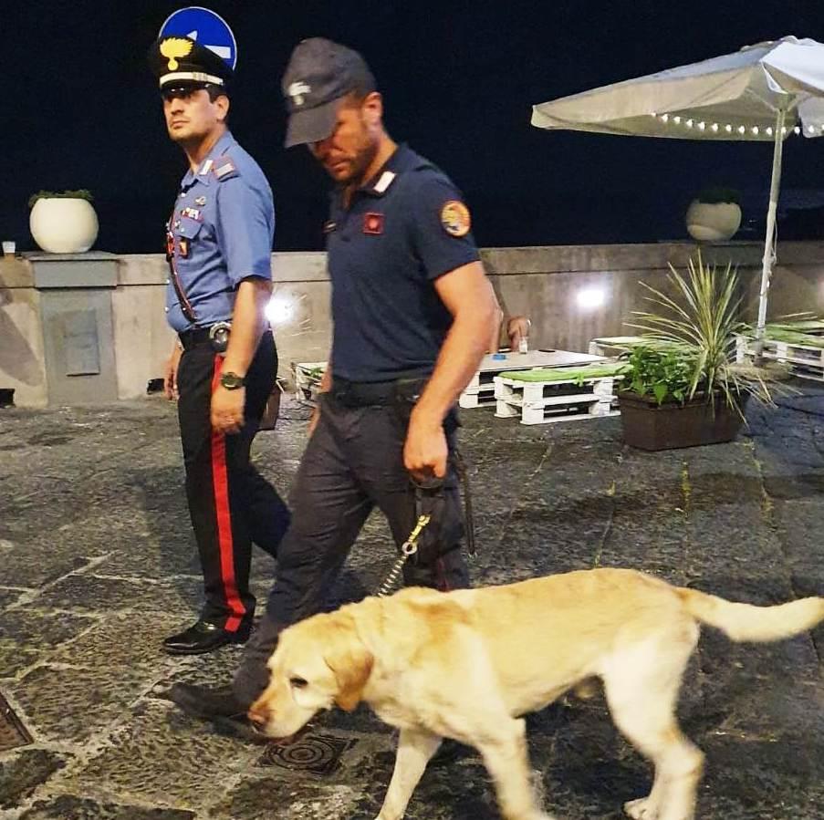 Giovani assuntori segnalati e 2 veicoli sequestrati: i controlli dei carabinieri nel Catanese