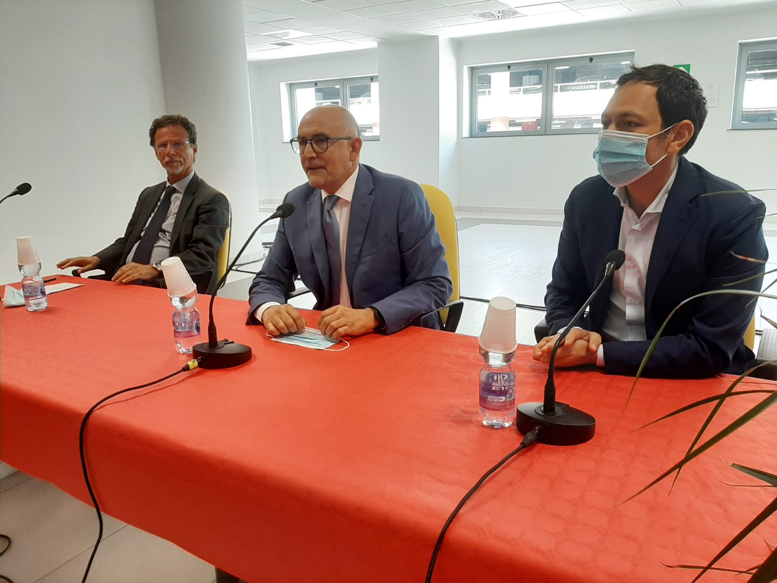 """Ospedale San Marco, cerimonia di saluto al direttore generale Bonaccorsi : """"Non lascio il cuore qui, ma ne porto un pezzo con me"""""""