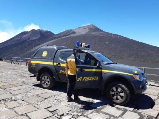 Padre e figlio ciclisti in difficoltà sulla pista altomontana dell'Etna: soccorsi dalle Fiamme Gialle