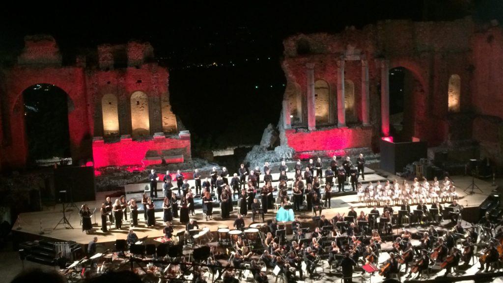 Taormina, una serata di grande musica da ricordare: i Carmina Burana affascinano i presenti