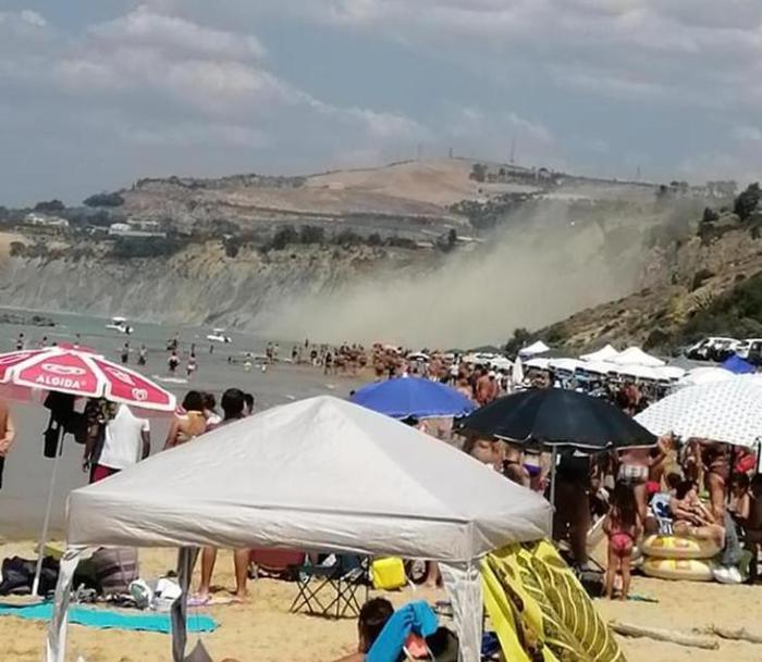 Tragedia sfiorata nella spiaggia del Kaos, frana una porzione di costone: area poco prima piena di turisti