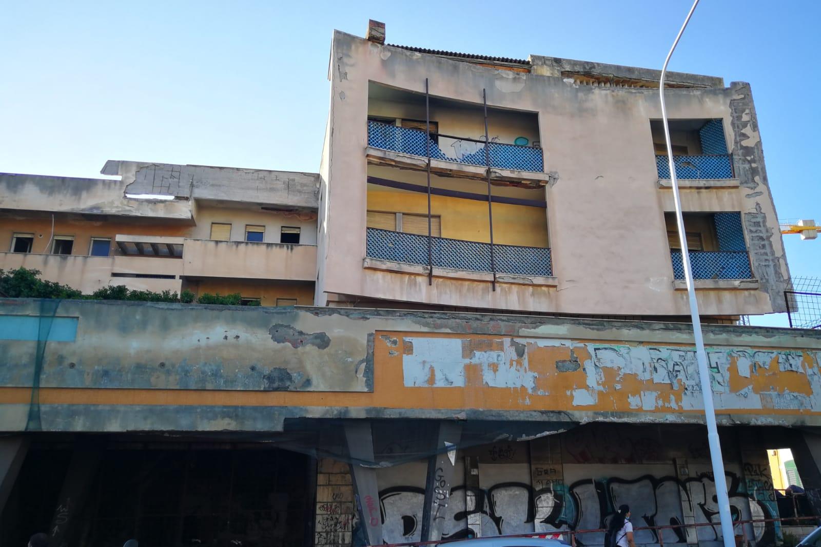 """Catania, degrado e abbandono palazzine in via Bernini. Cardello: """"Intervenire subito per questioni di pubblica incolumità"""""""