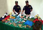 """Blitz della Finanza a """"Fera o Luni"""", sequestrati oltre 70mila prodotti illegali tra cartine e filtri: nei guai un cinese"""
