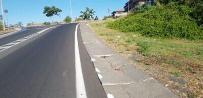 Via Don Minzoni marciapiedi danneggiati