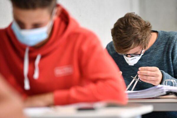 Studentessa positiva, compagni in isolamento: da oggi 11 classi faranno lezione a distanza