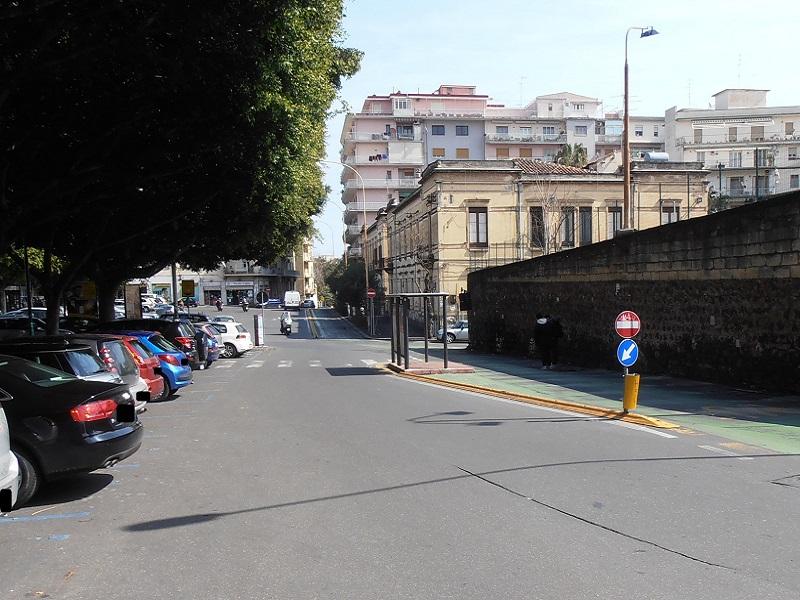 """Problemi negli spazi pedonali della zona di piazza Lanza. Ferrara: """"Recuperare piani per realizzare parcheggio sotterraneo"""""""