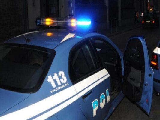 Assembramenti e violazioni, 100 giovani sorpresi in un slargo vicino a un'attività: chiuso un bar