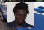 Arrestato pochi giorni fa ma già scarcerato, gambiano rapina un turista a Catania e lo manda in ospedale