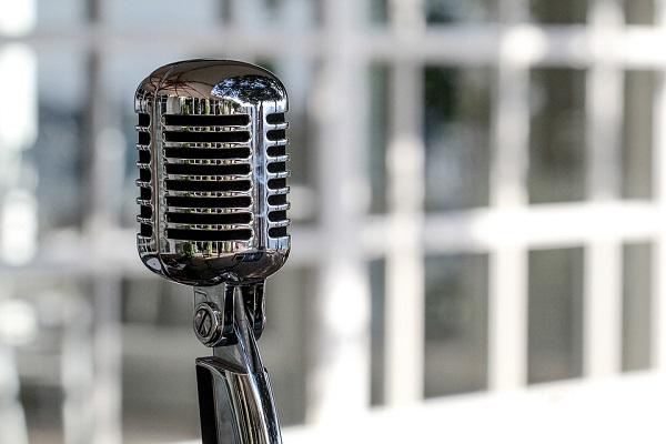"""L'impatto sociale della radio, da """"La guerra dei mondi"""" ai giorni nostri: cosa cambierà domani?"""