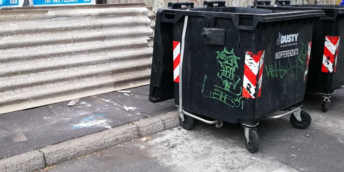 """Materassi, mobili e materiale infiammabile: degradalo nel IV municipio di Catania. Buceti: """"Serve potenziare il territorio con telecamere"""""""