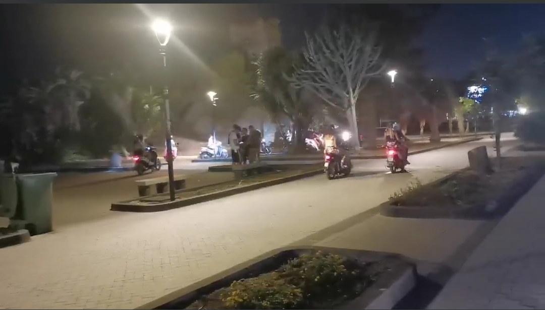 """Uno dei salotti buoni di Catania trasformato in un circuito per scooter. Cardello: """"Assenza di controlli in piazza Europa"""""""