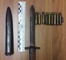 Lite tra madre e figlio, perquisizione in casa di un catanese: scoperte armi e munizioni di guerra