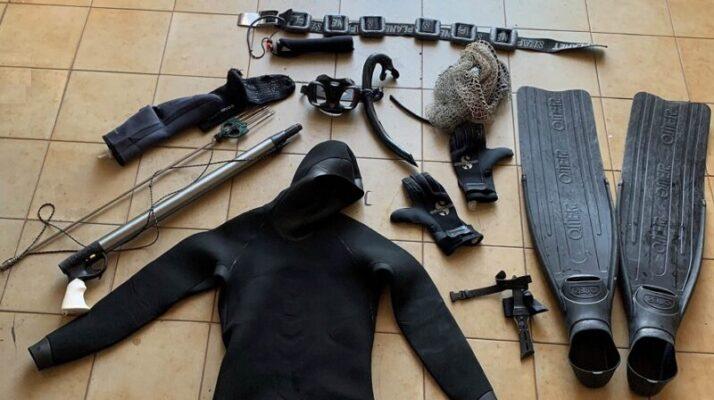 Pesca illegale, sub si nascondono in acqua all'arrivo di carabinieri: sequestrati 5 Kg di pesce